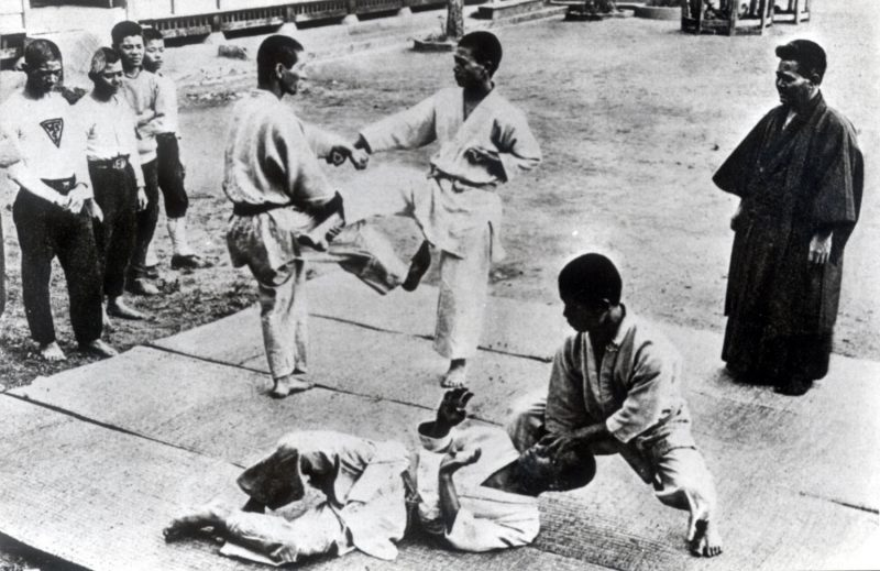 Karate_in_Naha_before_the_war