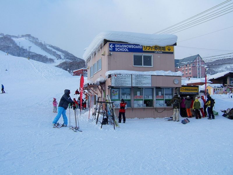 Niseko-grand-hirafu-lift-ticket-center