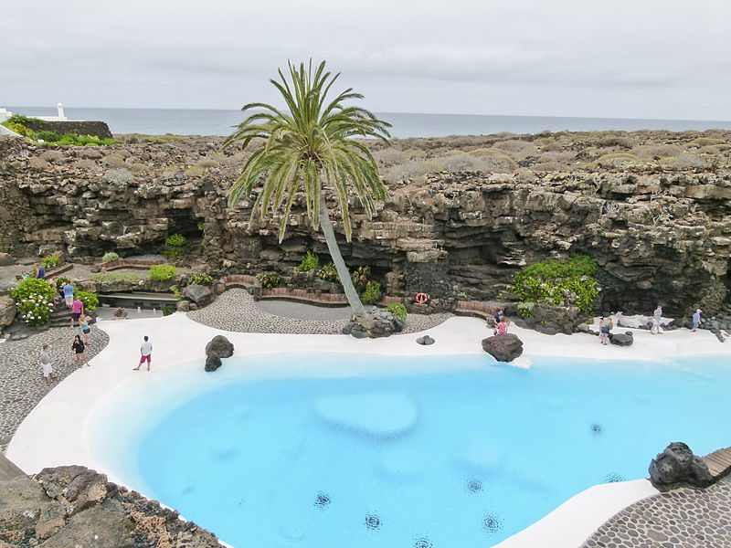 800px-Jameos_del_Agua_-_Haria_-_Lanzarote_-_Canary_Islands_-_Spain_-_09