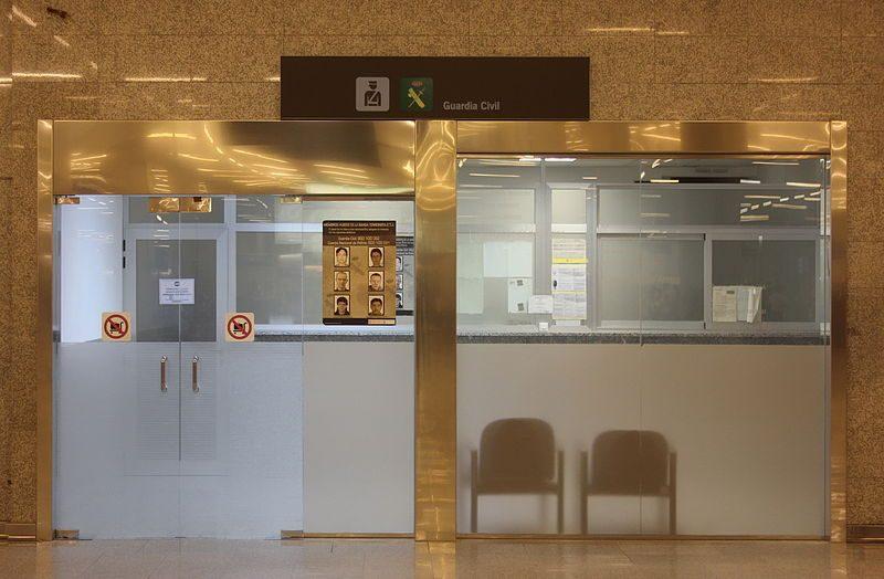 800px-X100_Flughafen_Palma_de_Mallorca_Guardia_Civil