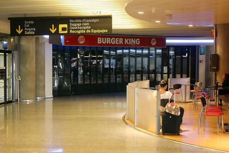 800px-X100_Flughafen_Palma_de_Mallorca_Burger_King