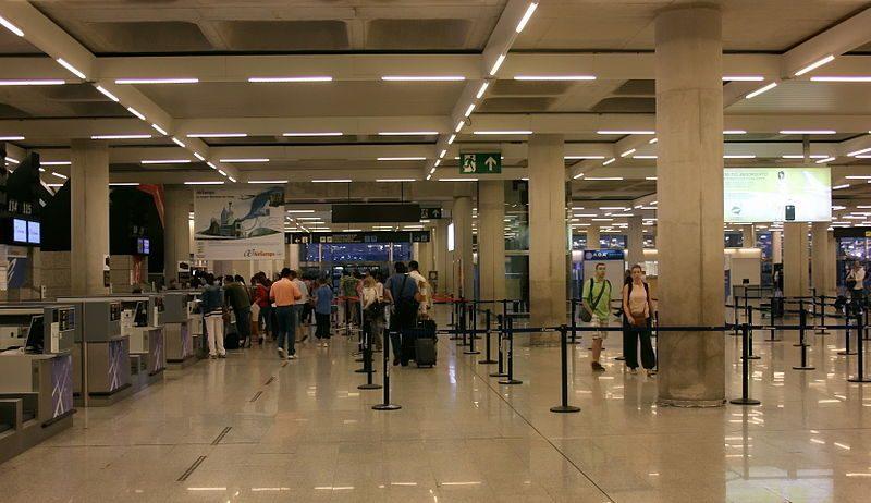 800px-X100_Flughafen_Palma_de_Mallorca_Schalter_zum_Einchecken