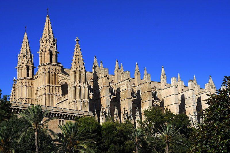 800px-Katedra_w_Palma_de_Mallorca