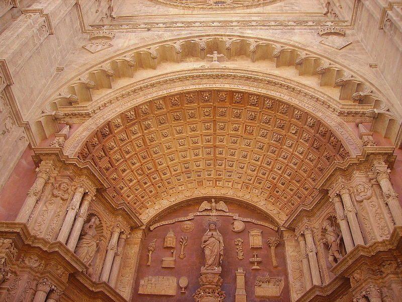 800px-Palma_de_Mallorca_Catedral_La_Seu_Portal_2