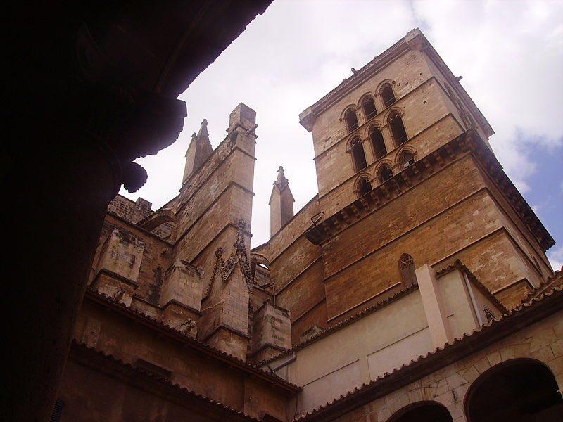800px-Palma_de_Mallorca_Catedral_La_Seu_Glockenturm