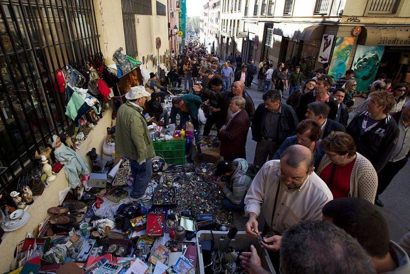 1024px-El_Rastro_Flea_Market_Madrid