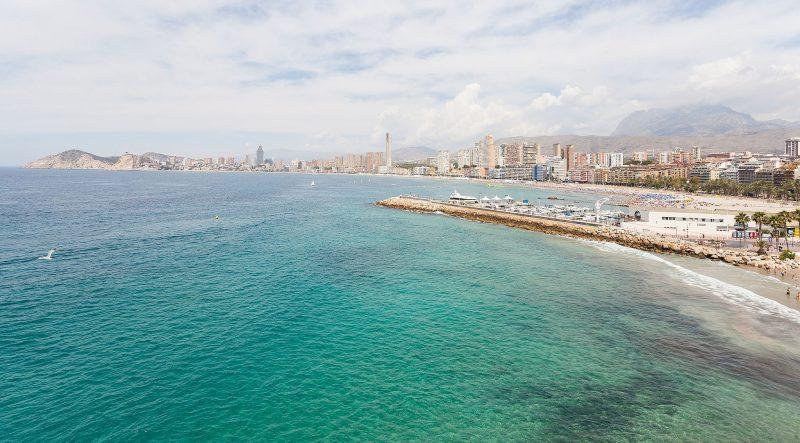 Playa_de_Poniente,_Benidorm,_España,_2014-07-02,_DD_08 (1)