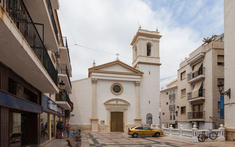 Iglesia_de_San_Jaime_y_Santa_Ana,_Benidorm,_España,_2014-07-02,_DD_31
