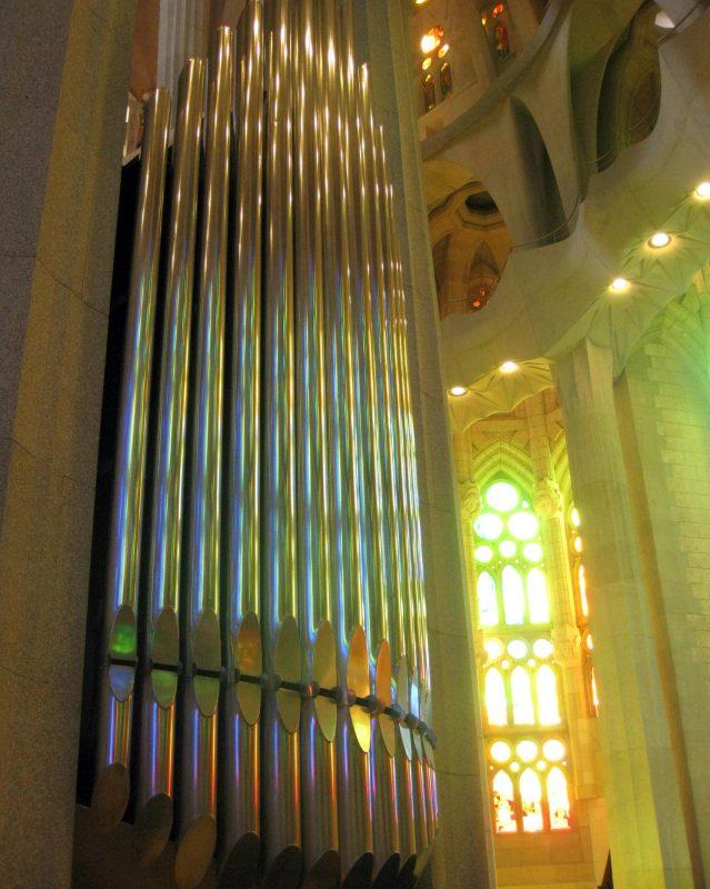 078_Sagrada_Família,_interior,_orgue_i_vitrall_de_l'absis