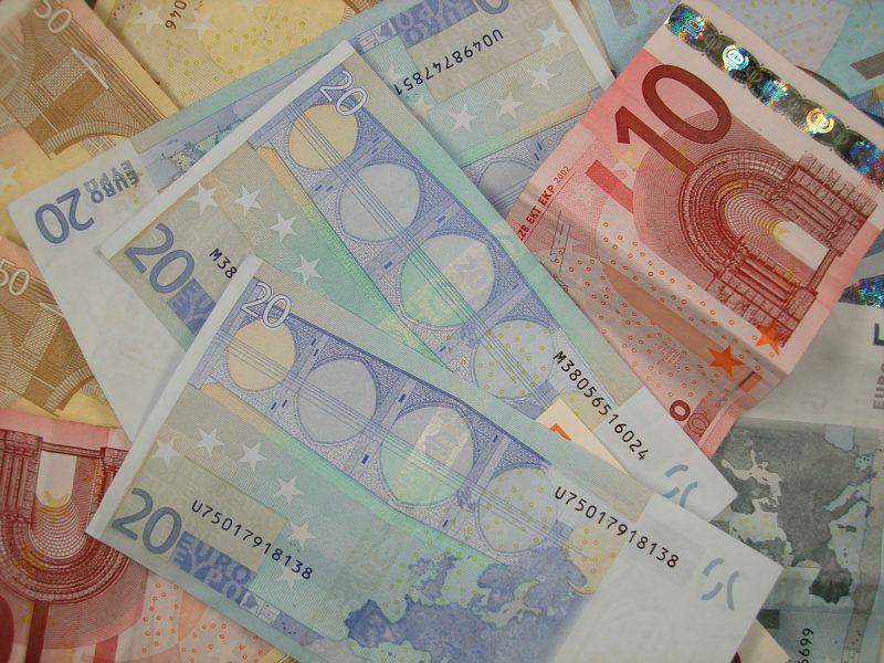 1200px-Various_Euro_banknotes